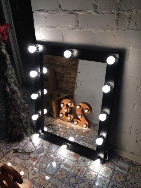 Гримерное зеркало с лампочками: 75 элегантных идей для гардеробной, спальни и ванной