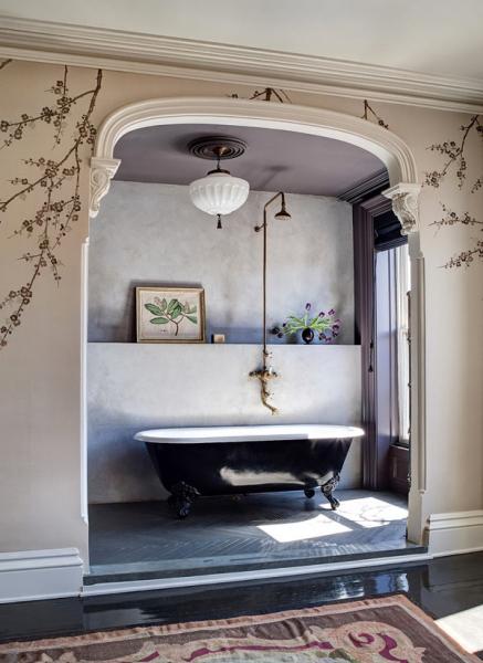 Художественная роспись стен – глоток свежести в городской квартире в фото