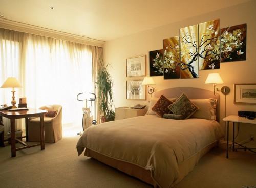 Модульные картины в интерьере различных комнат в фото