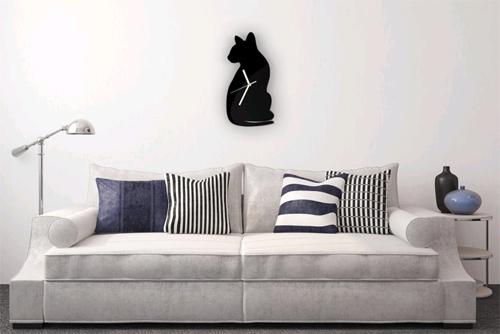 Настенные часы в интерьере дома в фото