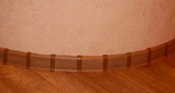 Плинтуса на пол из пластика