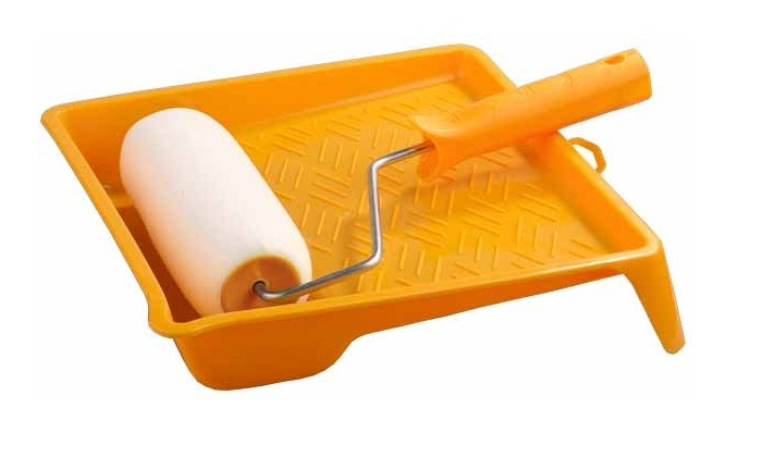 Поклейка обоев, чем удобнее наносить клей, инструмент в фото