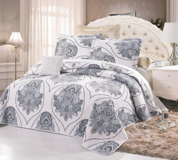 Покрывало в спальню — какое окажется самым удобным смотрите в этом обзоре!
