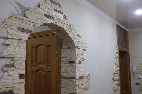 Самостоятельная отделка арок декоративным камнем: преимущества, варианты оформления в фото