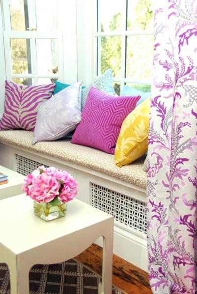 Украшаем интерьер декоративными подушками в фото