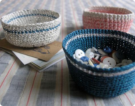 Вязаные корзинки для мелочей в фото