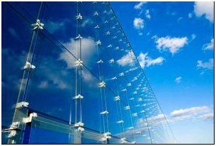На фото - зеркальные стекла, petrookna.ru