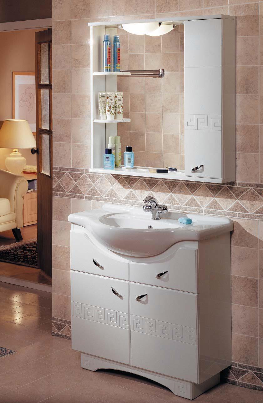 Белая мебель от «Акватон» с нанесенным орнаментом для стильной ванной комнаты