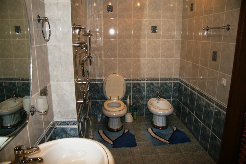 Цветные коврики для ванной комнаты и туалета