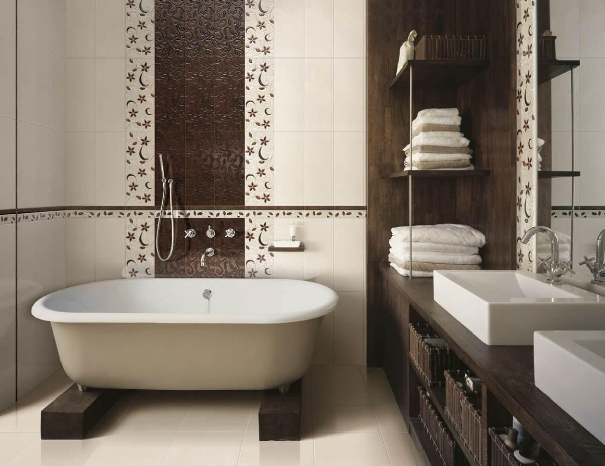 Дизайн стен ванной комнаты с отделкой кафельной плиткой с нанесенным рисунком
