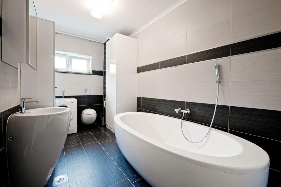 Фото дизайна просторной и стильной ванной комнаты