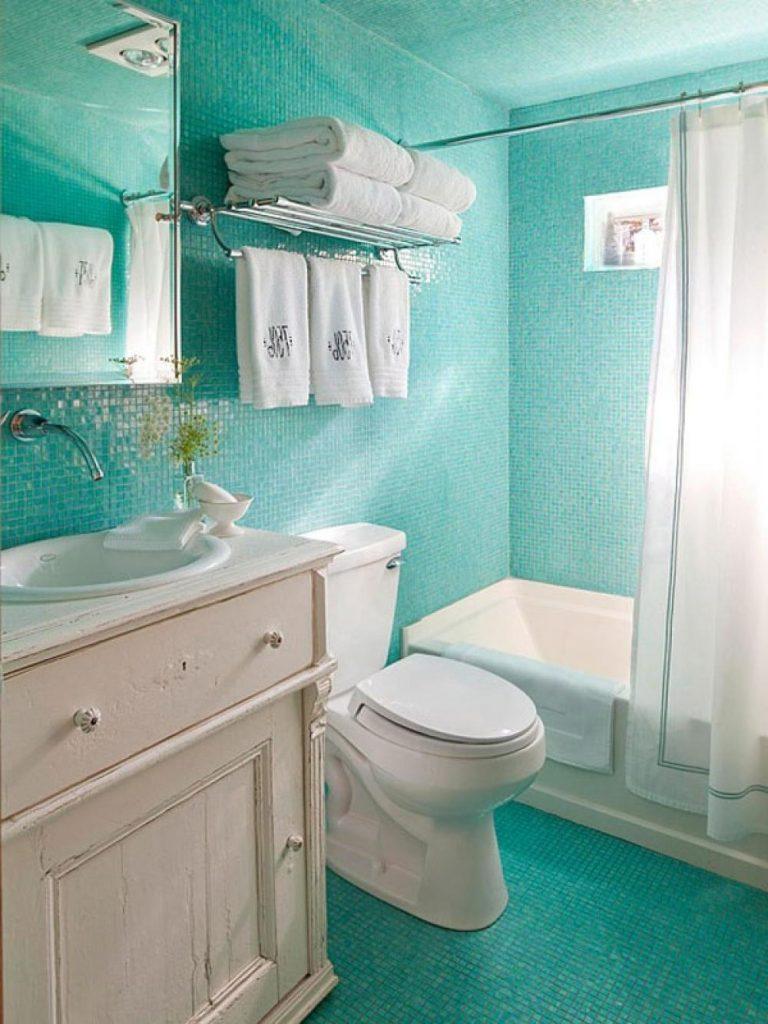 Фото дизайна плитки для яркой ванной комнаты с маленькой площадью