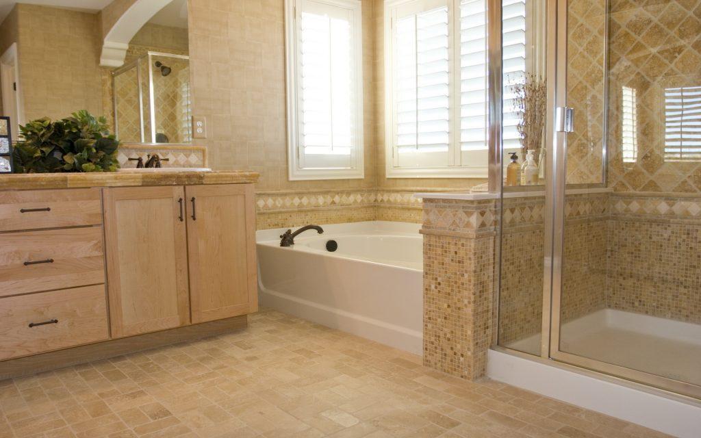 Недостатки и преимущества коричневой плитки для светлой ванной комнаты