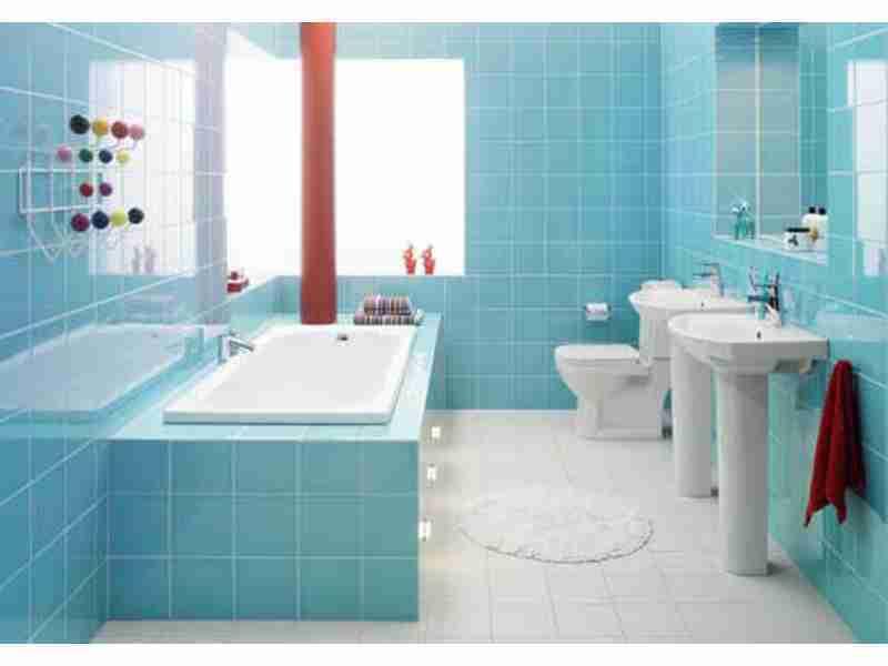 Кафельная плитка для декора ванной комнаты в нежном голубом цвете