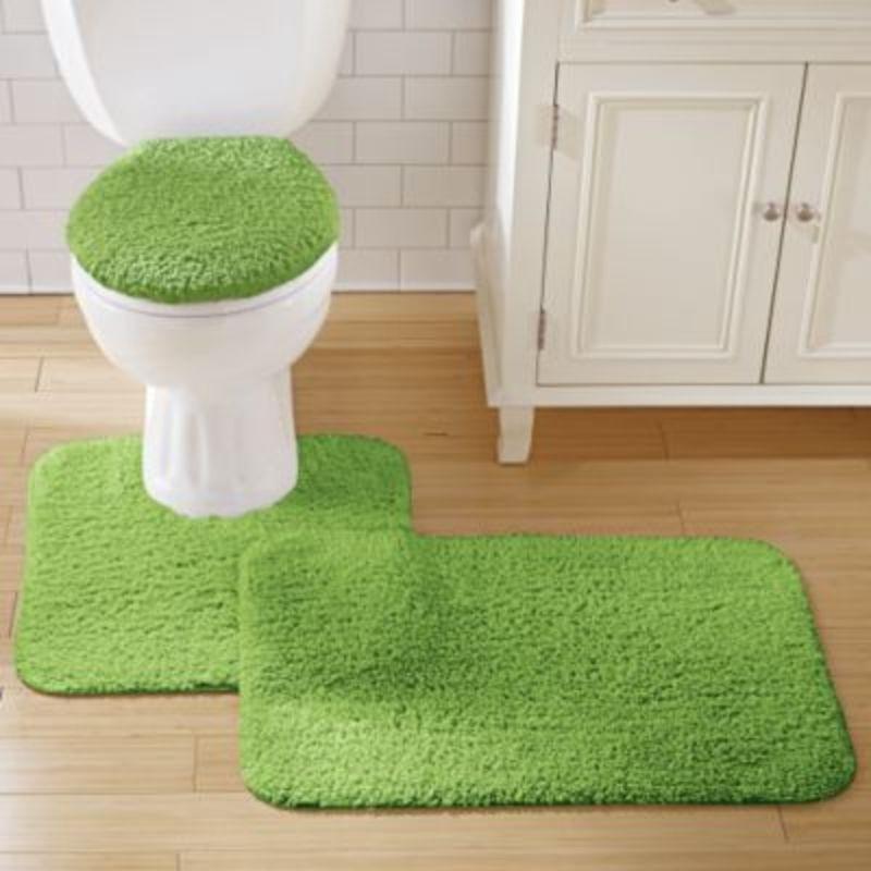 Мягкий коврик зеленого цвета для стильной ванной и туалета