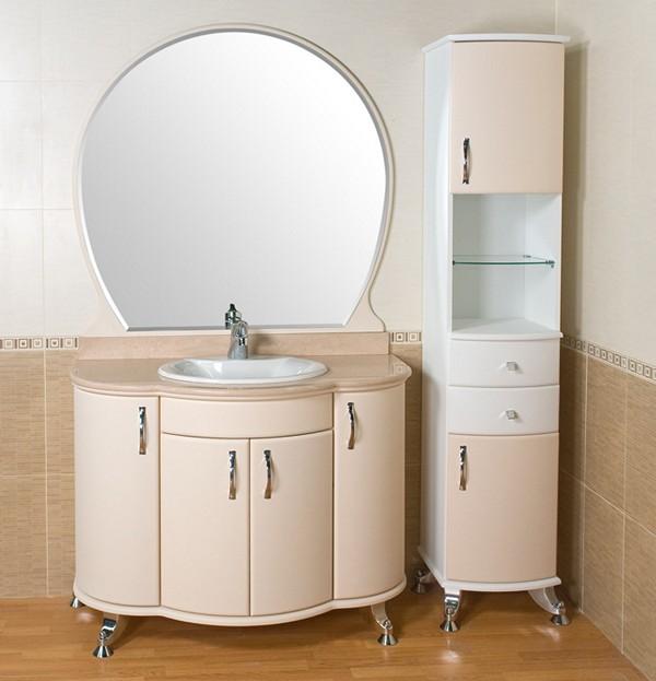 Светлая ванная комната с мойдодыром с плавными линиями в конструкции