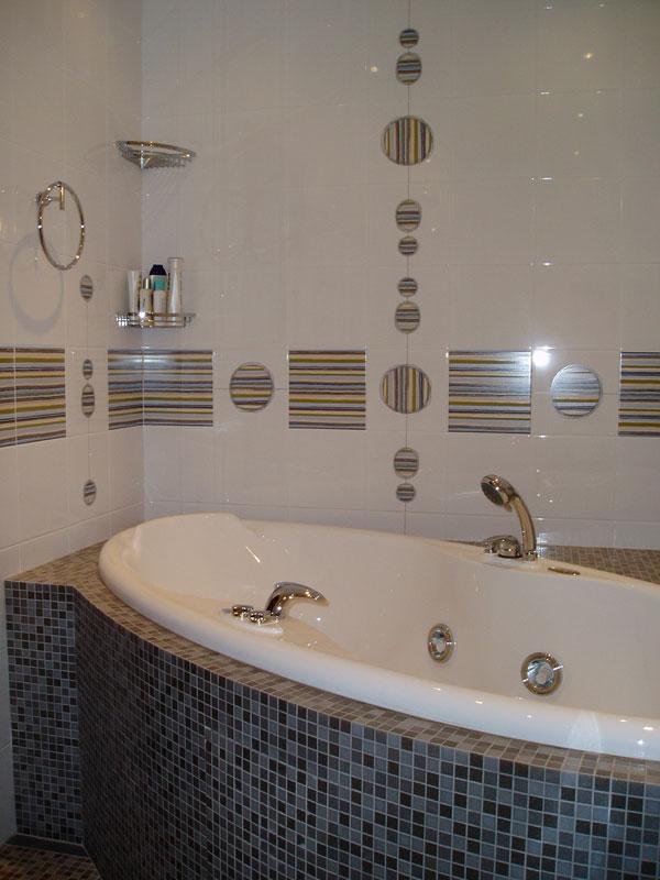 Отделка ванной комнаты кафельной плиткой в стиле мозаики