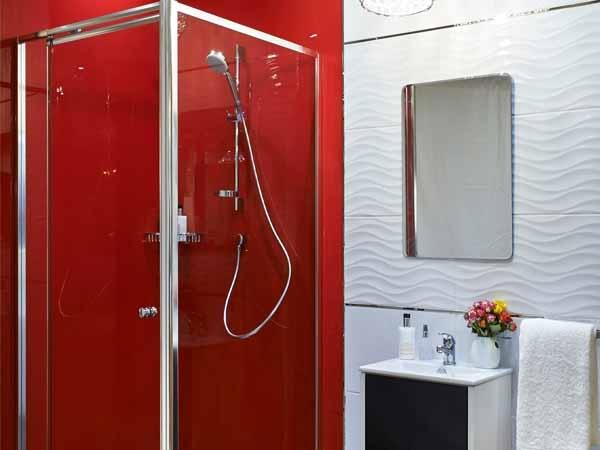 Панели пвх в ярком цвете для декора стен в ванной комнате