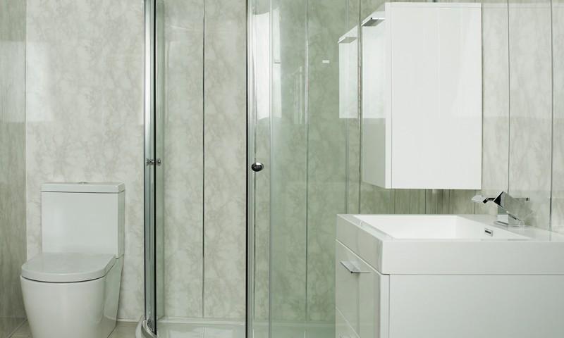 Преимущества и недостатки панелей пвх зеленого оттенка для ванной комнаты