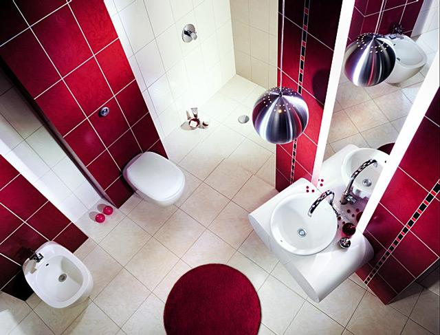 Недостатки и преимущества плитки красного цвета в большой ванной комнате