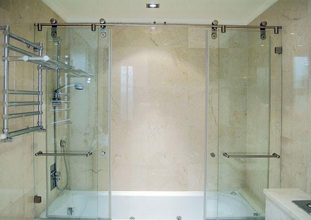 Прозрачная стеклянная шторка для ванной комнаты достоинства выбора