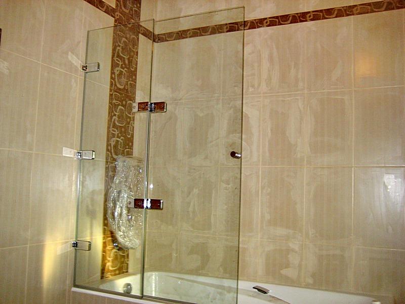 Достоинства и недостатки стеклянной шторки для ванной комнаты