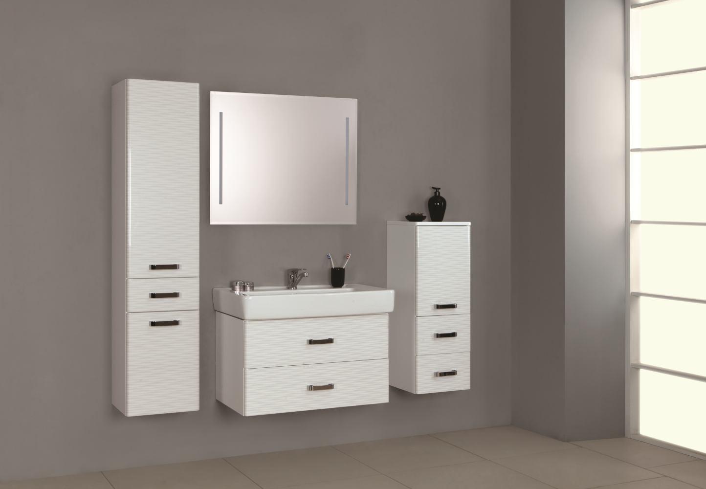 Стильная мебель «Акватон» для современной и просторной ванной комнаты