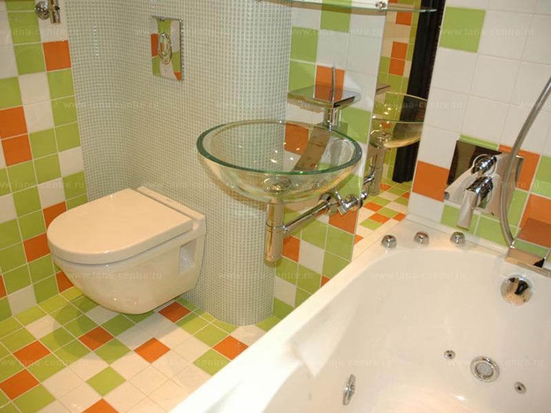 Стильный интерьер в спокойных тонах для ванной комнаты совмещенной с туалетом