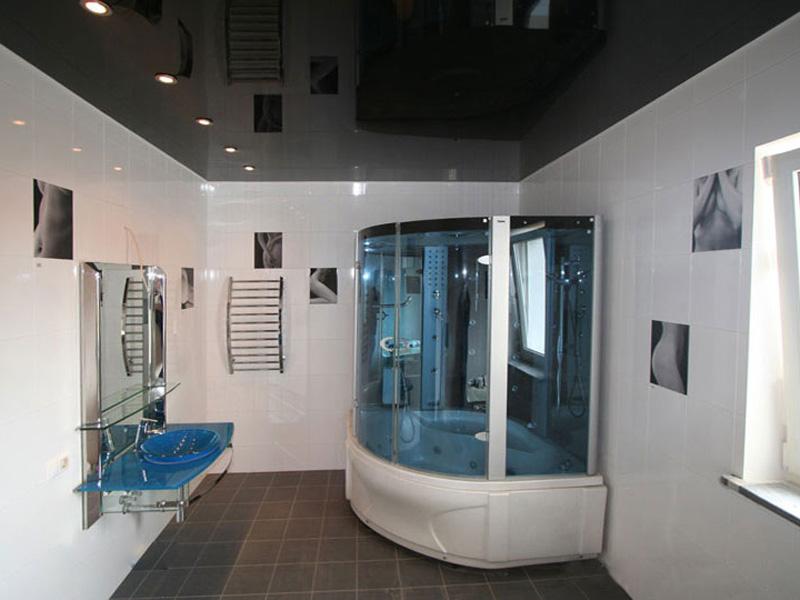 Черный потолок для ванной комнаты