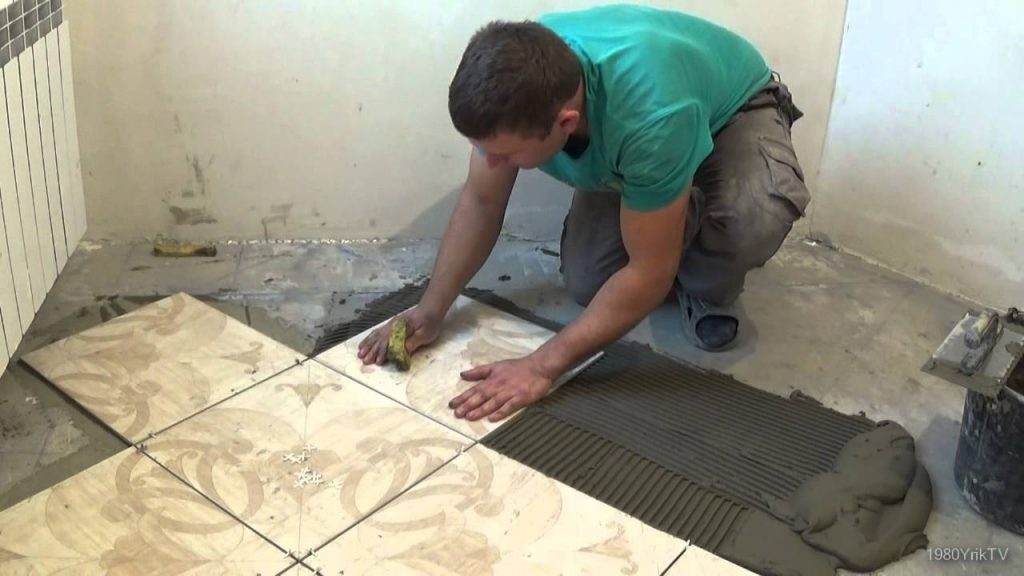 Укладка квадратной плитки на полу в ванной своими руками