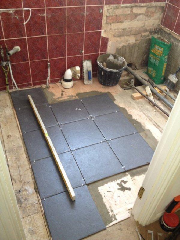 Правильная укладка плитки в ванной комнате на полу по уровню