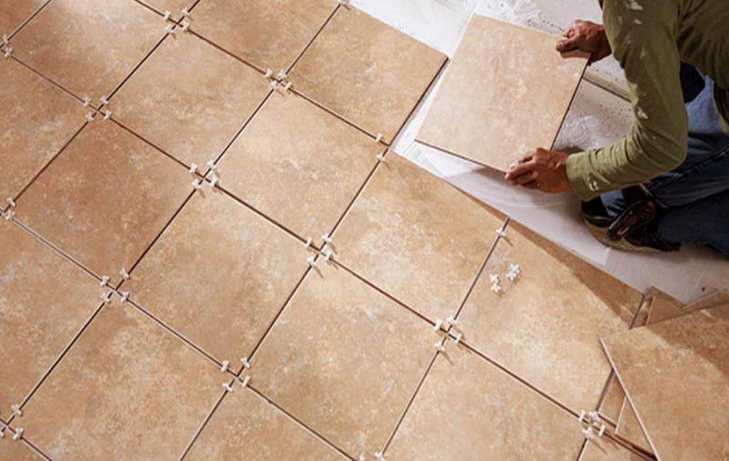 Укладка своими руками плитки одного цвета в ванной комнате на полу