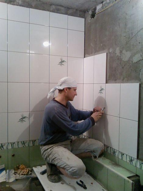 Плитка в ванную комнату своими руками видео