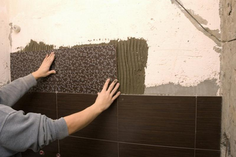 Выполняем укладку кафельной плитки в ванной комнате своими руками