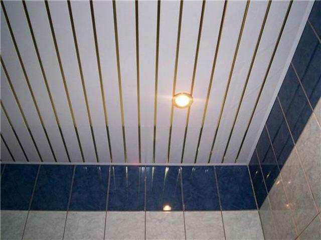 Про технологию устройства реечного потолка в ванной комнате