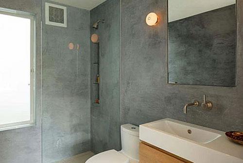 Штукатурем стены в ванной комнате