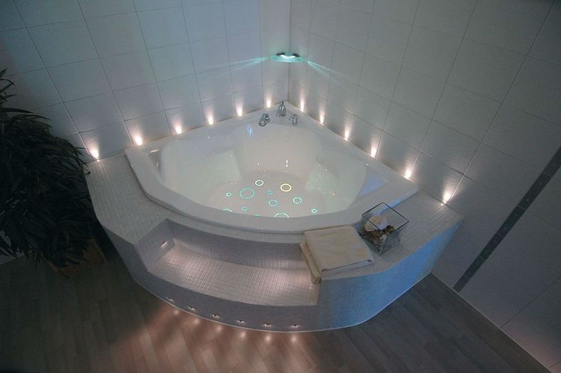Фото ванной со светодиодным освещением после ремонта