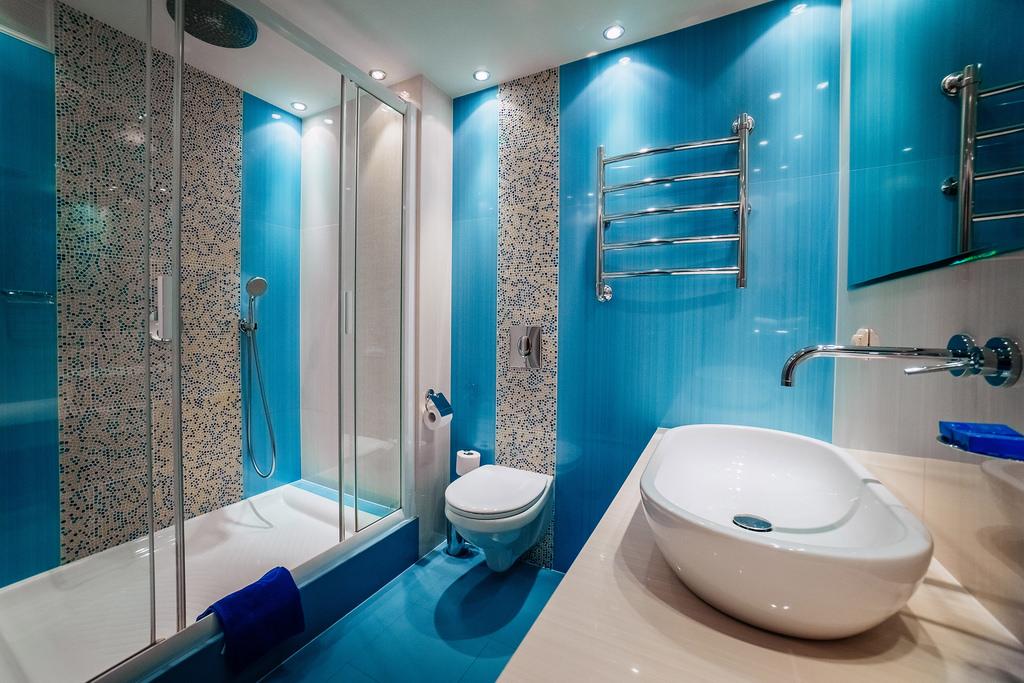 Фото ванной комнаты. Дизайн в синем тоне