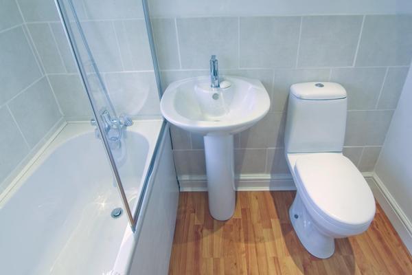 Дизайн ванной комнаты и туалета в белом цвете