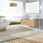 интерьер ванной в светлых тонах с вставками и картиной