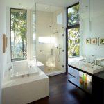 дизайн ванной в темном цвете со светом и картиной