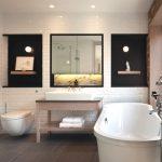 дизайн ванной в темных тонах со светом и картиной