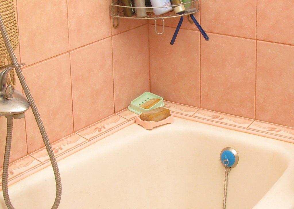 Install ceramic tile bathroom