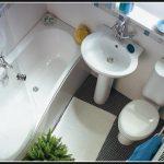 интерьер маленькой ванны в доме картинка