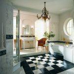 шахматная кладка плитки в ванной