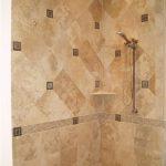 красивая керамическая плитка в интерьере ванной в стиле модерн в темных тонах