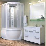 яркая кабинка в ванной стиль