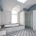 необычная напольная плитка в ванной