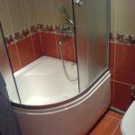 светлая душевая кабина в ванной дизайн