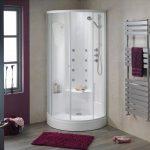 небольшая душевая кабинка в ванной интерьер